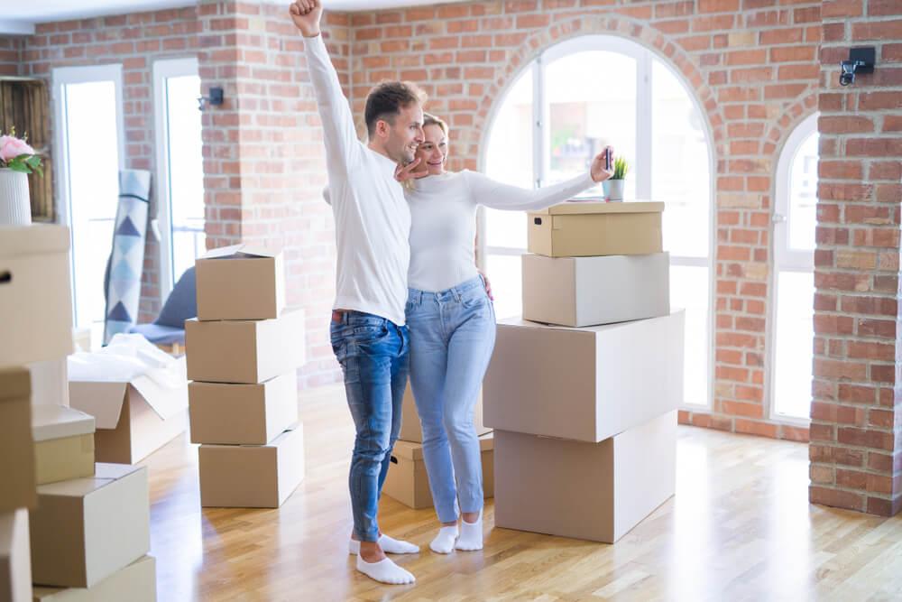 Idei de cadouri de casa noua - ce sa oferi in dar cunoscutilor care isi schimba locuinta