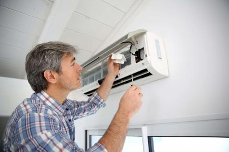 Cum se curata filtrul aparatului de aer conditionat. Ascunde milioane de bacterii!