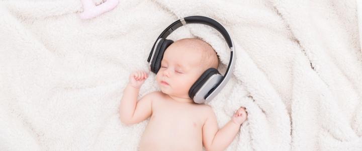 Ce este zgomotul alb si de ce ii calmeaza pe bebelusi