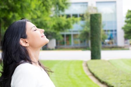 3 metode prin care poti sa respiri un aer mai sanatos
