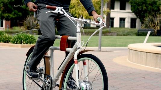5 argumente sa lasi masina in parcare si sa-ti iei o bicicleta electrica. Stiai de avantajele astea?