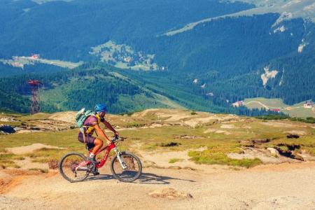 Top 10 trasee montane din România pe care poți să le parcurgi cu bicicleta