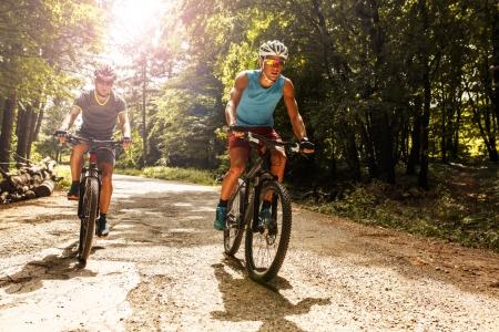10 motive intemeiate sa detii o bicicleta