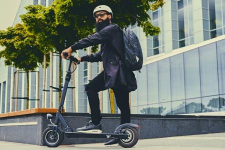 Biroul mobil: 3 gadgeturi care ușurează munca agenţilor de vânzări aflaţi mereu pe drumuri