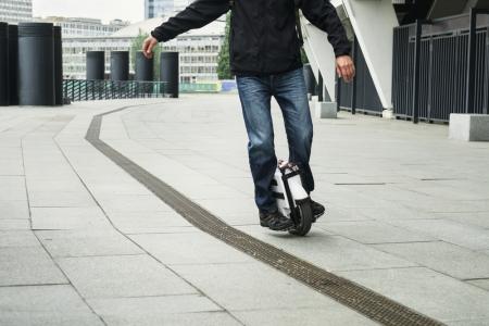 Cat de greu este sa inveti sa mergi pe monociclul electric si ce recompense te asteapta