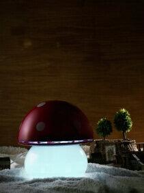 Umidificator Duux Mushroom Rosu, Rata umidificare 220 ml/ora, Consum 20W/h, Debit aer 30 mc/h, Veioza, Pentru 15mp